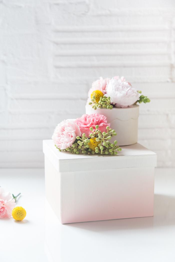 schachtel basteln, diy bastelideen, geschenk für frau, weiße box dekoriert mit blumen