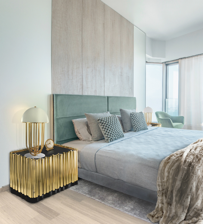 schlafzimmer gestalten, designer nachttisch in schwarz und gold, blau grünes bett, einrichtungsideen