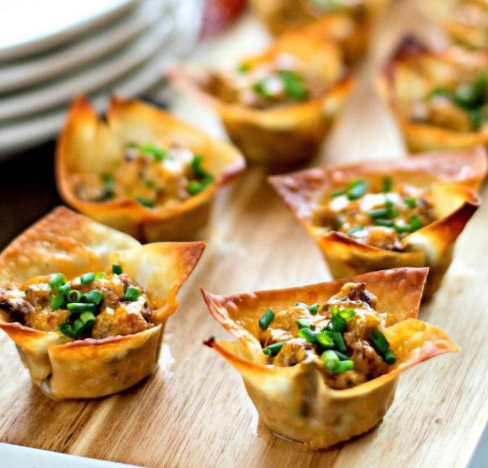 schnelle fingerfood rezepte, häppchen aus blätterteig gefüllt mit fleisch und gewürz