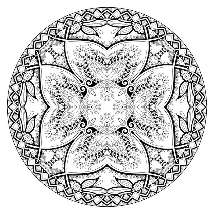 ein kreis mit vielen kleinen mandala motiven, schwarzen und weißen mandala blumen und blättern, bastelideen für erwachsene