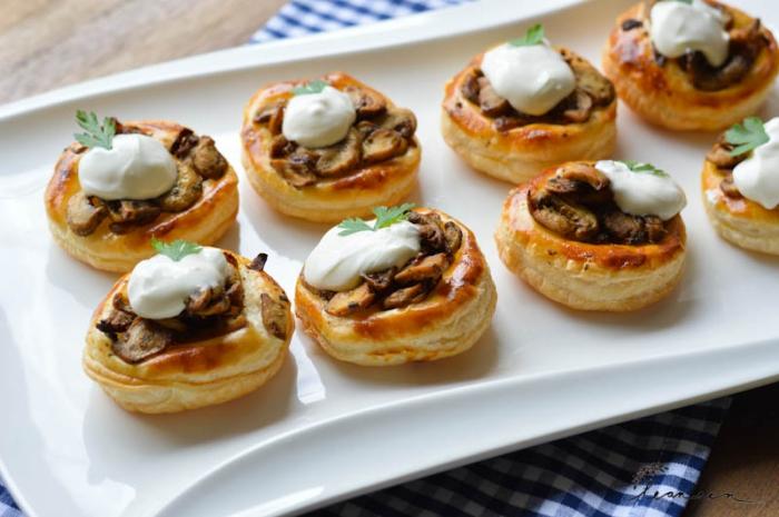 schnelle häppchen mit fleisch, pilzen und weiße soße, silvester buffet vorschläge, rezept