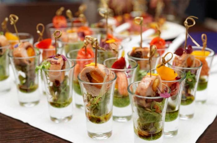 silvester buffet vorschläge, vorspeise im glas, shot gläser, fingerfood mit fleisch und gemüse