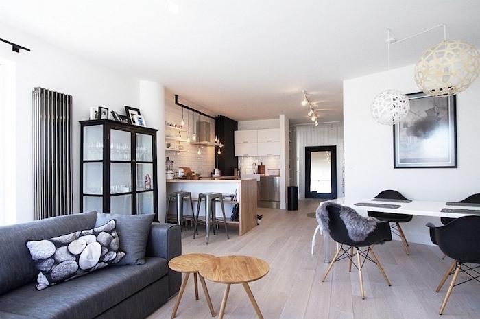 bilder wohnzimmer ideen, ein großes bild über dem esstisch, graues sofa mit kissen, zwei kleine tische