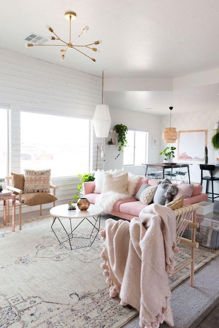 rosa decke und kissen, lampe, lüster, teppiche, bilder wohnzimmer, ideen, persischer teppich