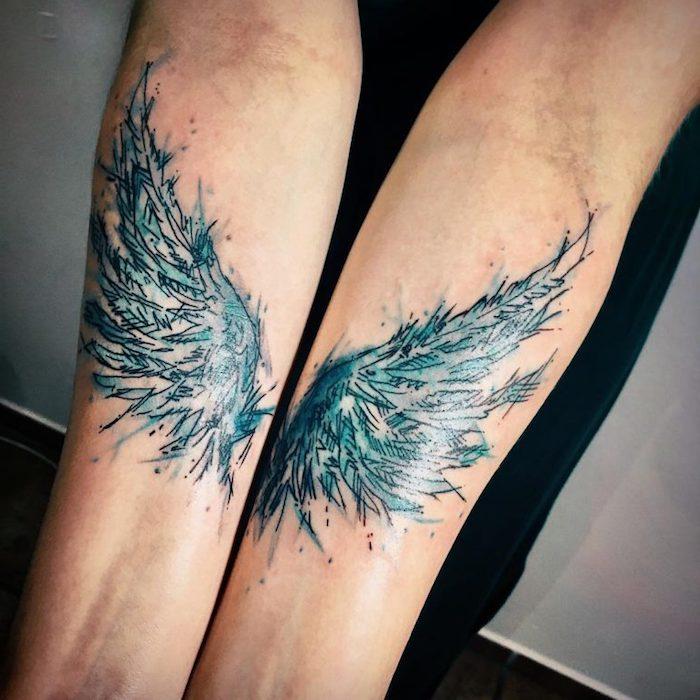 tattoo engel, wasserfarben tätowierung, blaue flügeln an den unterärmen
