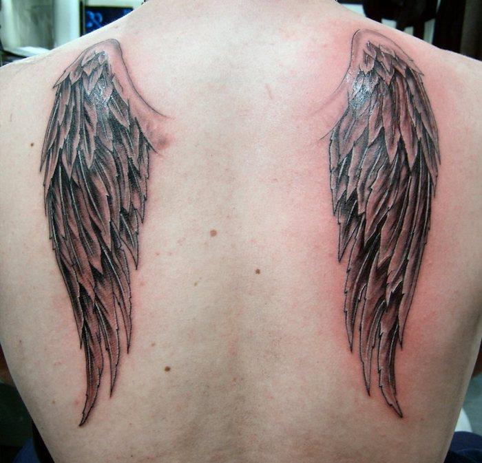 tattoo engelsflügel am rücken, neue tätowierung mit zwei flügeln, tattoos für frauen