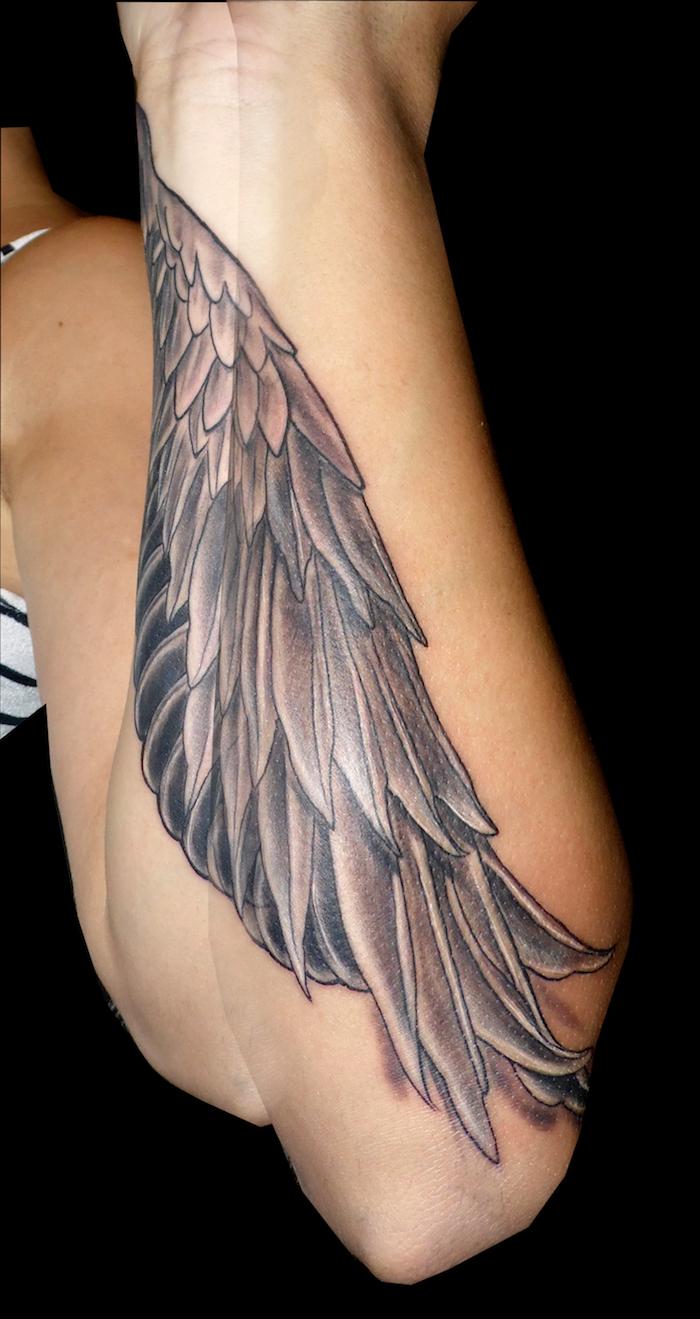 tattoo flügel, frauen tattoos, tätowierung am unterarm, vogelflügel als motiv