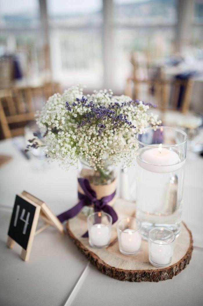 tischdeko selber machen, vase aus einmachglas, schwimmkerze, lila schleife