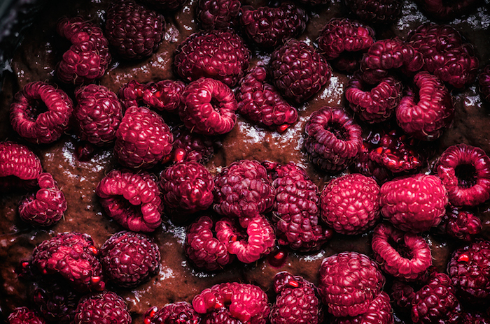 Vegane Torte mit Schokoladenglasur und Erdbeeren selber machen, leichtes Rezept