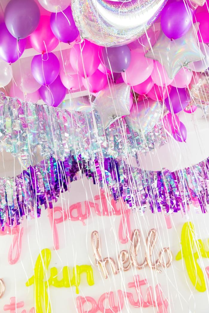 Bunte Ballons und Girlanden für Geburtstagsparty, Ideen für schöne Party Dekoration