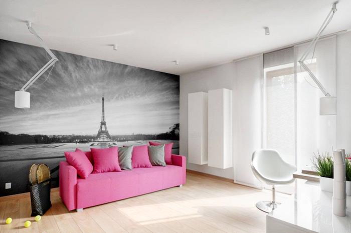 rosa sofa, wand streichen ideen wohnzimmer, schwarz graue fototapette, holzboden