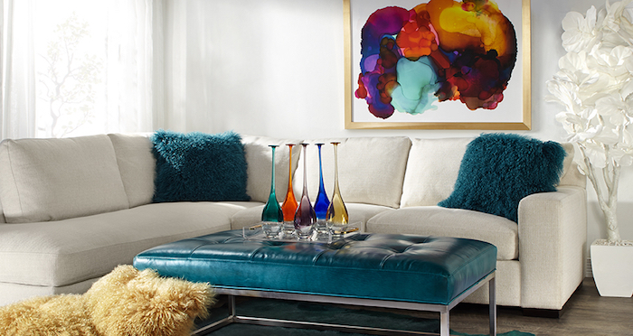 weißes ecksofa dekoriert mit türkisfarbenen kissen, wand streichen ideen wohnzimmer, bild