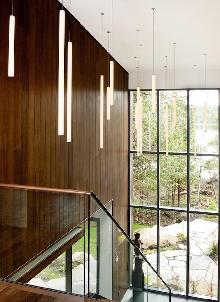 wohnzimmer gestalten im modernen stil, holzdeko, holzwand ideen, fenster oder wand aus glas