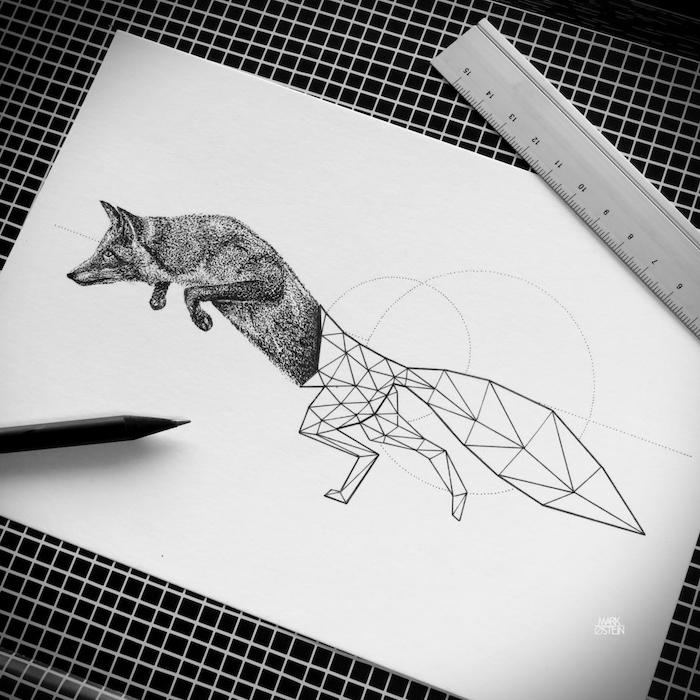 blatt papier mit einem kleinen schwarzen tattoo mit einem schwarzen fuchs im sprung und mit vielen geometrischen formen