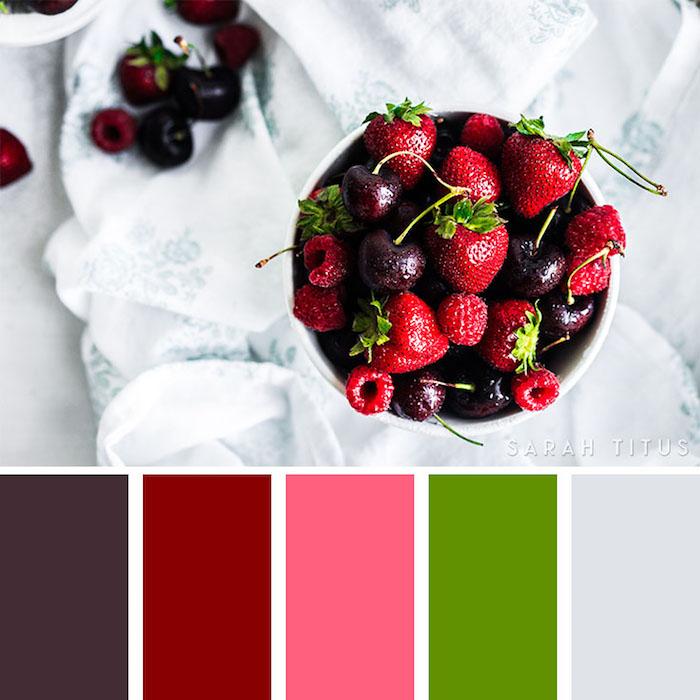 welche farbe passt zu rot, schüssel mit kirschen und erdbeeren, zusammenpassende farben, sommer palette