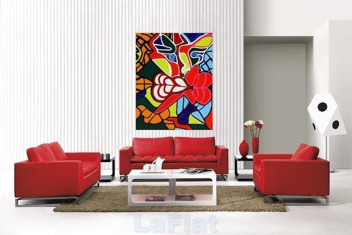 wohnzimmer wanddeko, welche farbe passt zu rot, beige teppich, abstraktes bild