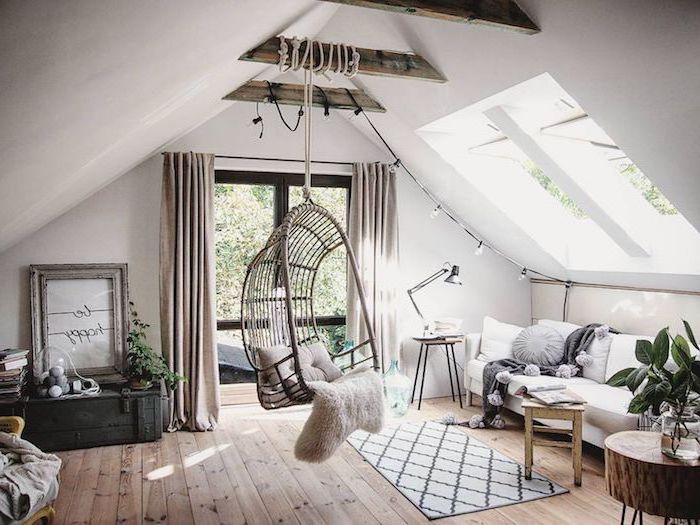 modernes wohnen mit hängesessel und pelzfell im raum wohnzimmer sofa, dachgeschosswohnung
