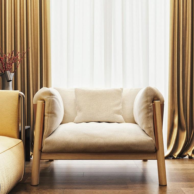 die möbel im wohnzimmer modern kombinieren und gestalten, beige sessel, goldenbraune vorhänge, gelbes sofa