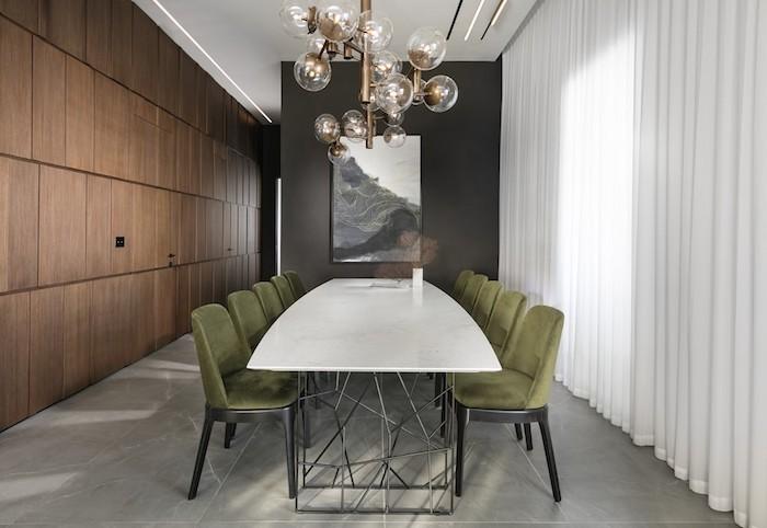 moderne wohnzimmer ideen, esszimmer mit großem weißen tisch, grüne stühle, lampe lüster kunstgestaltung