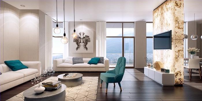 weißws wohnzimmer mit einem besonderen fernsehwand, goldene wand, blaue möbel, weiße möbel