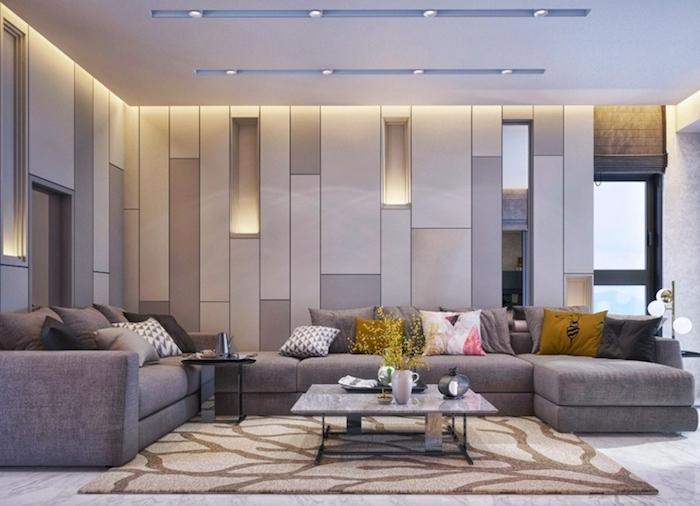 schöne wohnzimmer ideen in grau und dunkelgelb, leuchte, beleuchtung ideen tisch teppich beige und braun