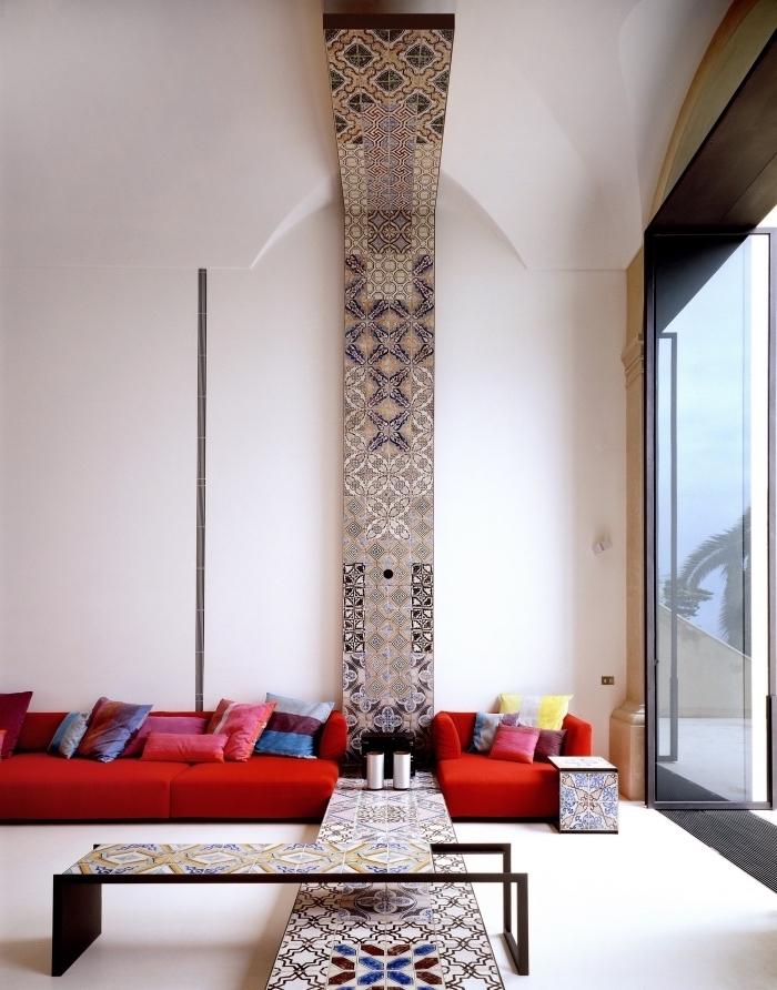 moderne tapeten wohnzimmer mit italienischen fliesen ersetzen, elegantes design zimmergestaltung, rotes sofa