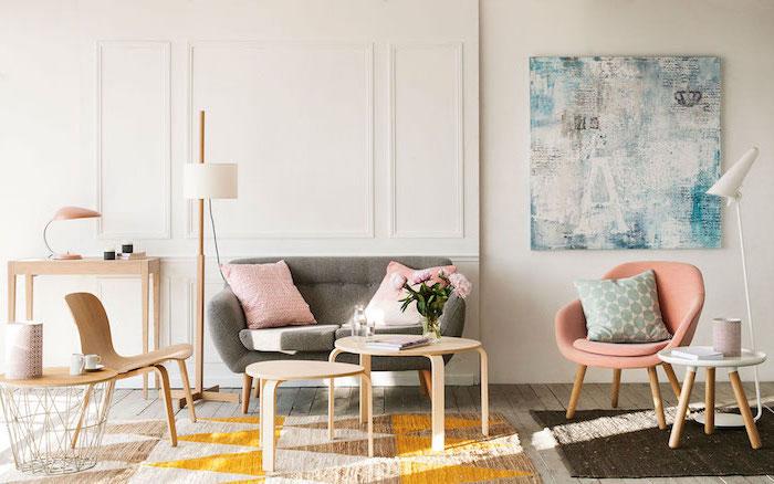 wohnzimmer bilder modern, weiß blaues design, rosa deko im raum, kissen und stuhl in rosarot