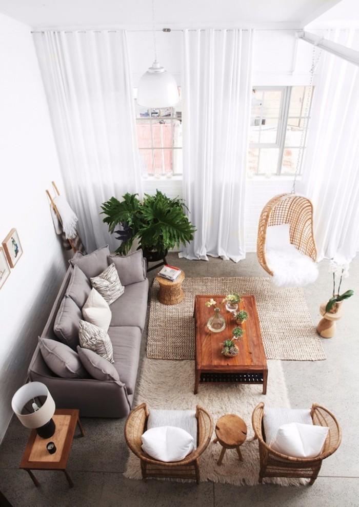 einrichtungsideen wohnzimmer von oben gesehen, sofa grau, zwei sessel und ein hängestuhl
