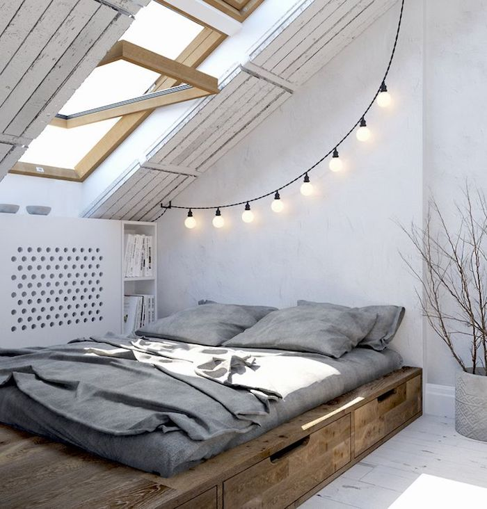 zimmer mit dachschräge optisch vergrößern, bett mit unterschränken, weiße wände, holzdielen