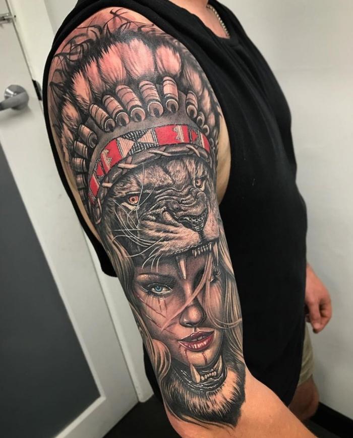 3d tattoos für männer, große tätowierung, frauengesicht in kobmination mit löwenkopf und indianer kopfschmuck
