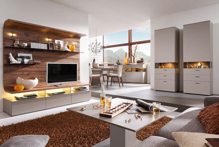 zimmer ideen, wohnzimmereinrichtung in weiß uns braun, möbel set mit elementen aus holz, belecuhtung