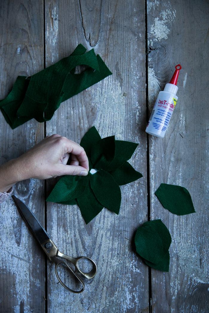 wie di kleine Blätter von Erdbeeren selber zu machen, eine Schere und Klebstoff, Halloween Kostüm für Kind selber machen