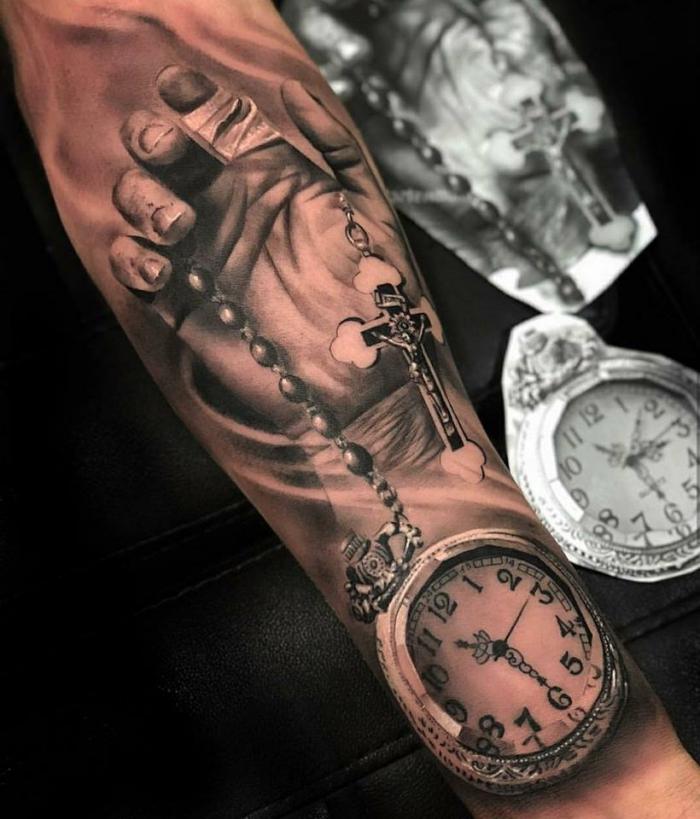 amazing tattoos mit religiösen motiven, hand mit kreuz und uhr, realitisch