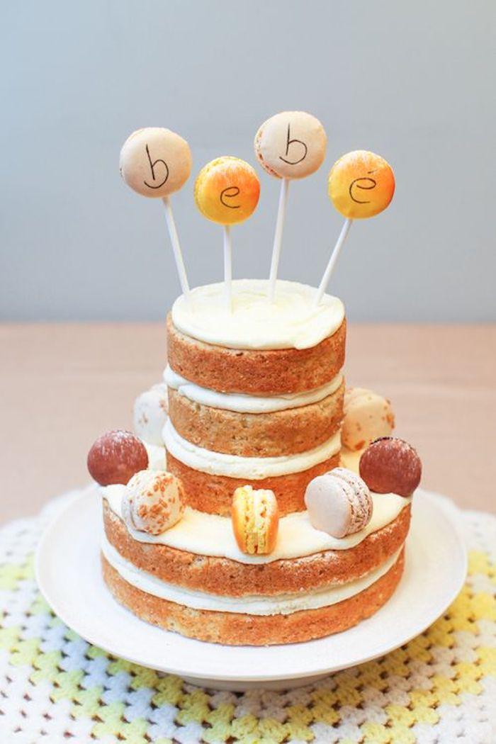 Zweistöckige Torte mit Vanillecreme selber backen, mit französischen Macarons dekorieren