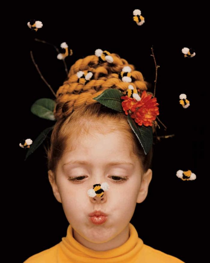 Bienenkorb Kostüm von einem kleinen Mädchen, Blumen und Bienen, Halloween Verkleidung