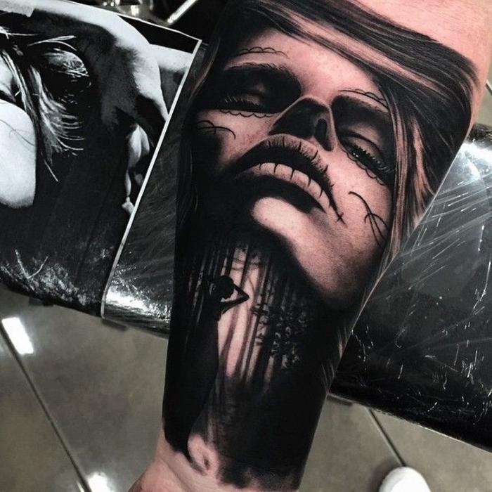 die besten tattoos, frauengesicht mit landschaft, wald, blackwork tätowierung am unterarm