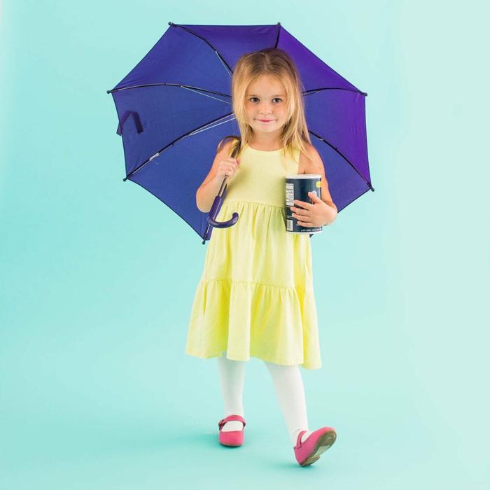 eine junge Dame mit einem Regenschirm, gelbes Kleid und eine Schachtel, schnelles Halloween Kostüm