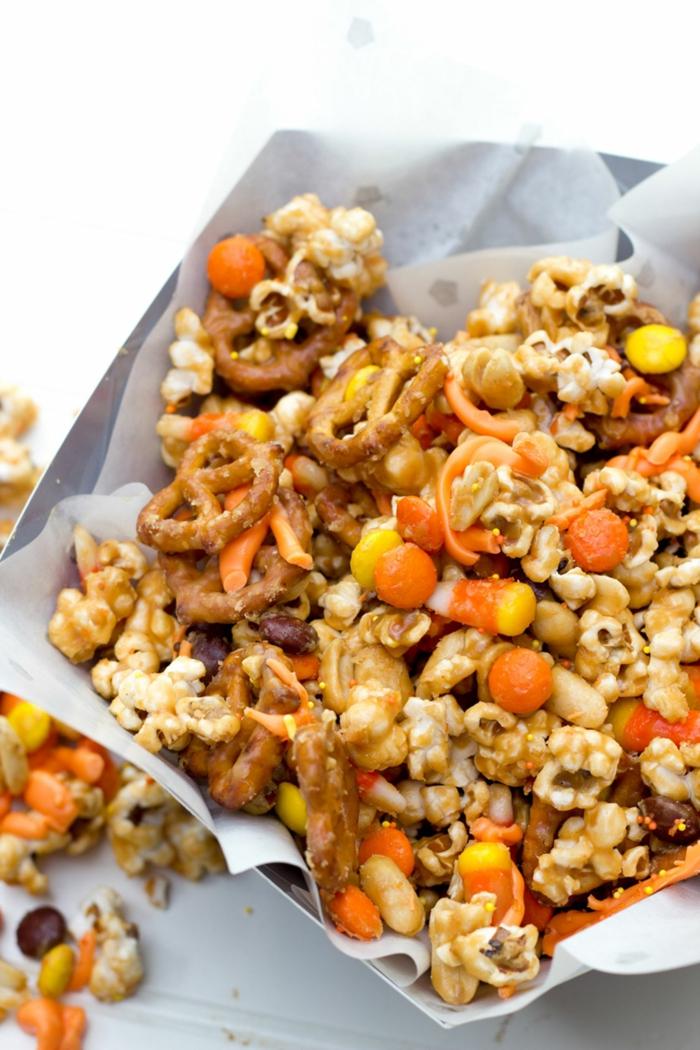 Halloween Rezepte, kleine Brezel, Popcorn und andere Snacks, Halloween Rezepte