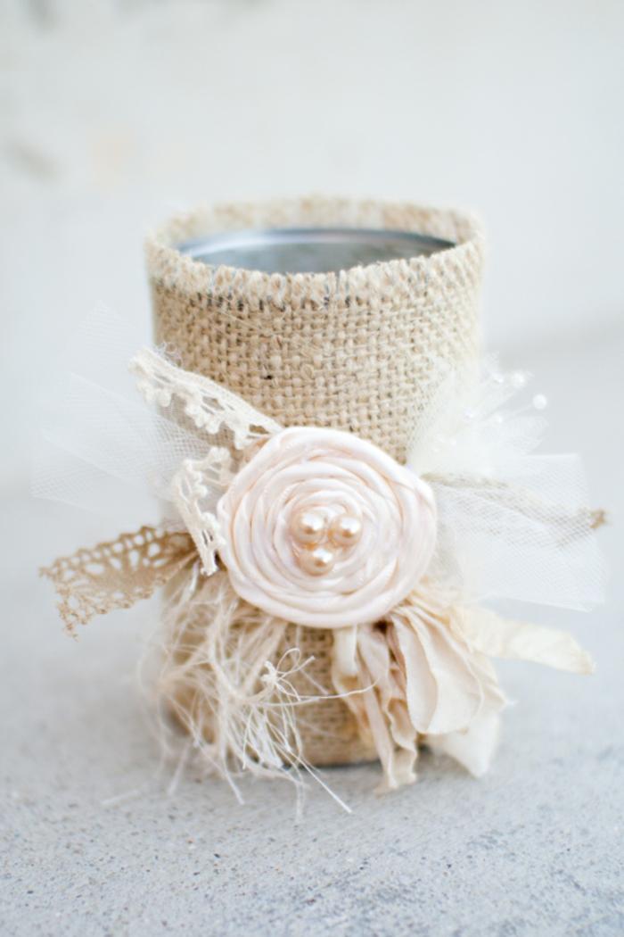 Kerzenständer aus Dose, eine Blume aus Servieren und Glasperlen, ganz bildschön, Deko für Hochzeit