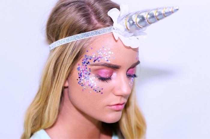 einfaches halloween make up, einhorn schminken, glitzer in lila und blau, rosa lidschatten