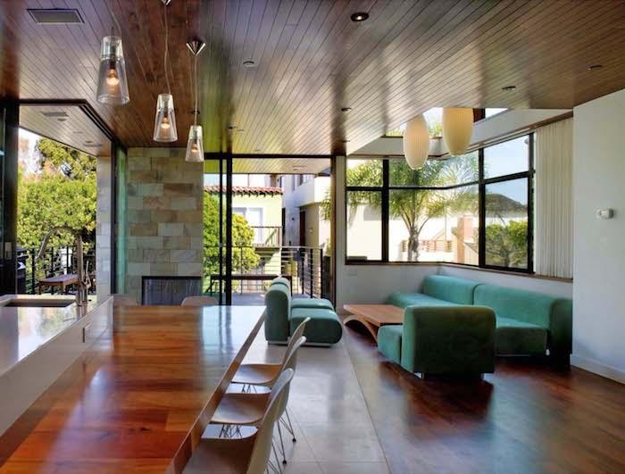 haus modern ausstatten, wohnküche, grünes sofa uns sessel set design idee, steinoptik, naturmaterialien innen