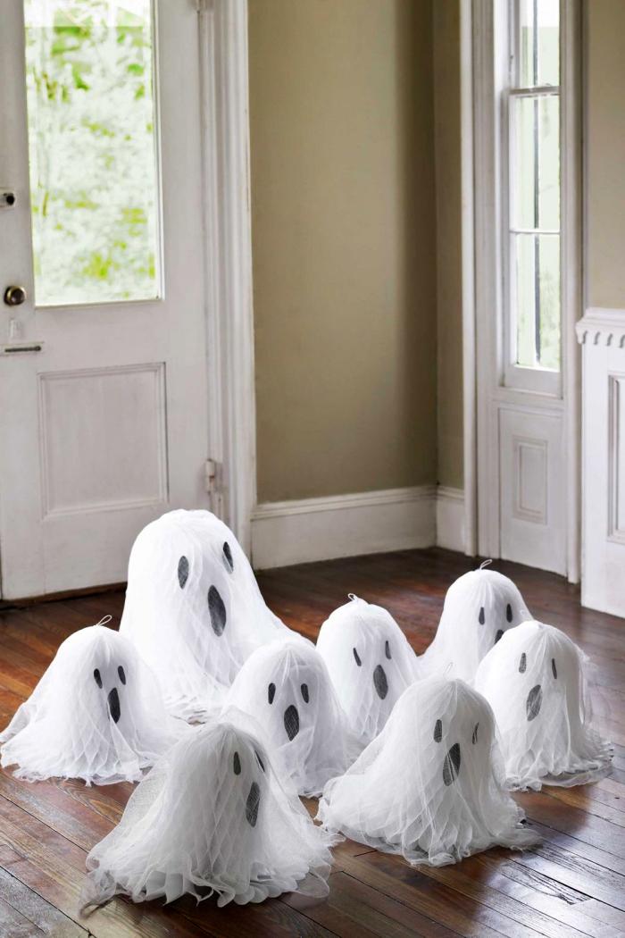 halloween bastlen mit kindern, geiste aus papier und tüll, selbstgemachte deko, tutorial