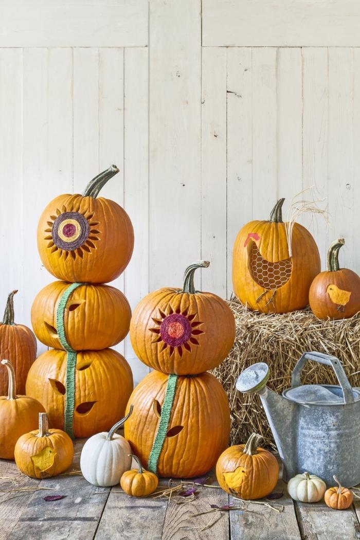 halloween deko für draußen, kürbisse schntzen, deko aus stoh, gießkanne