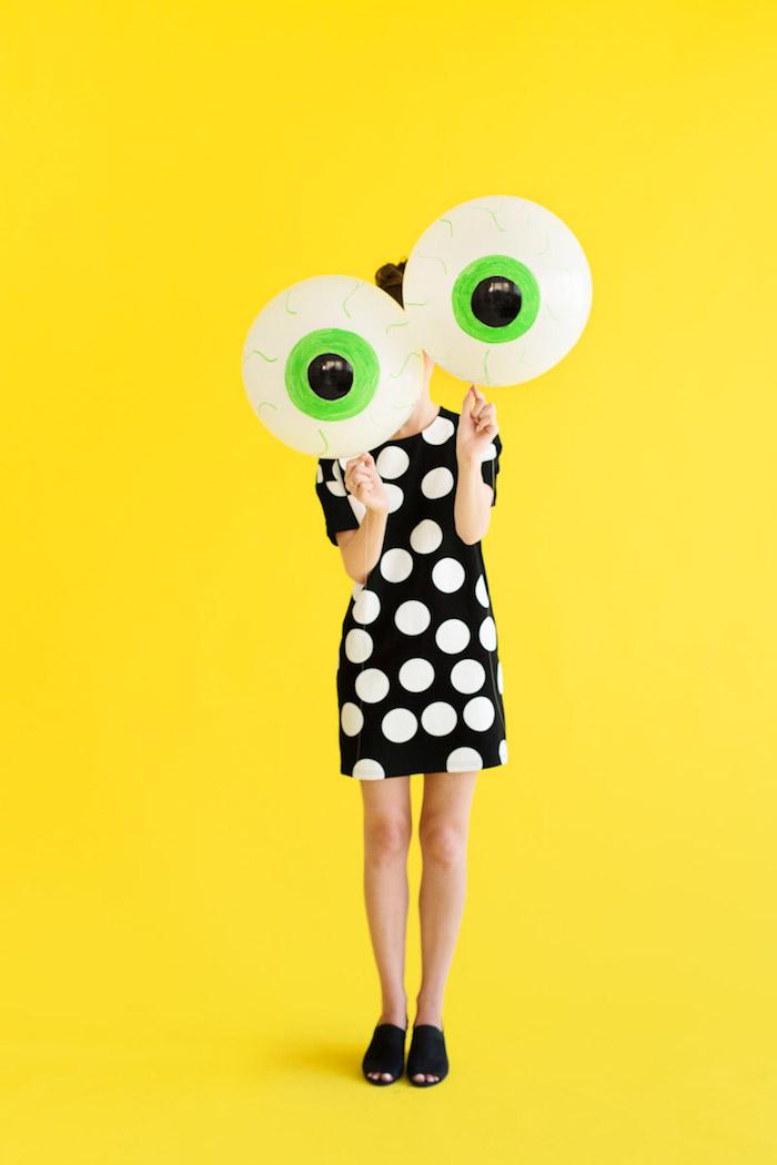 Ballons als gruselige Augen, DIY Idee für coole Halloween Deko für Zuhause