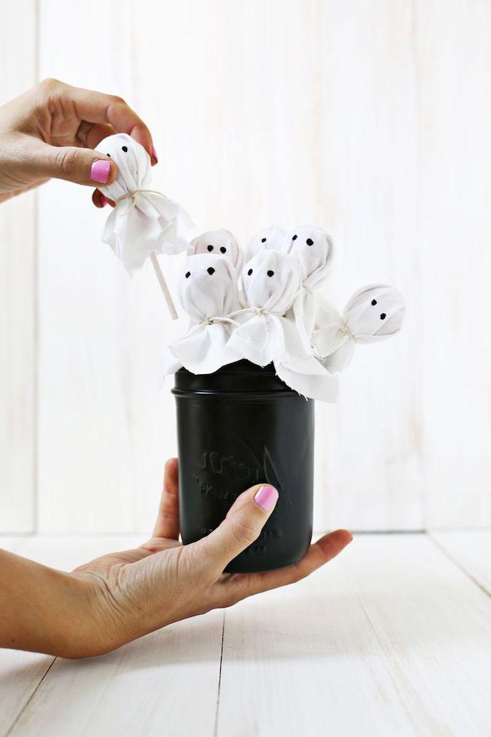 Gespenster Lutscher in schwarzem Einmachglas, Leckereien für Kinder lustig verpacken