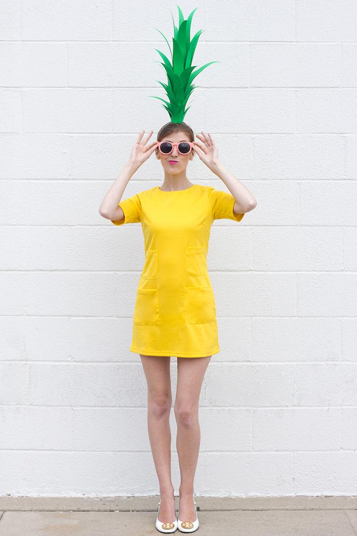 Lustiger Halloween Kostüm Ananas, gelbes Kleid mit kurzen Ärmeln und Ananas Blätter aus Papier