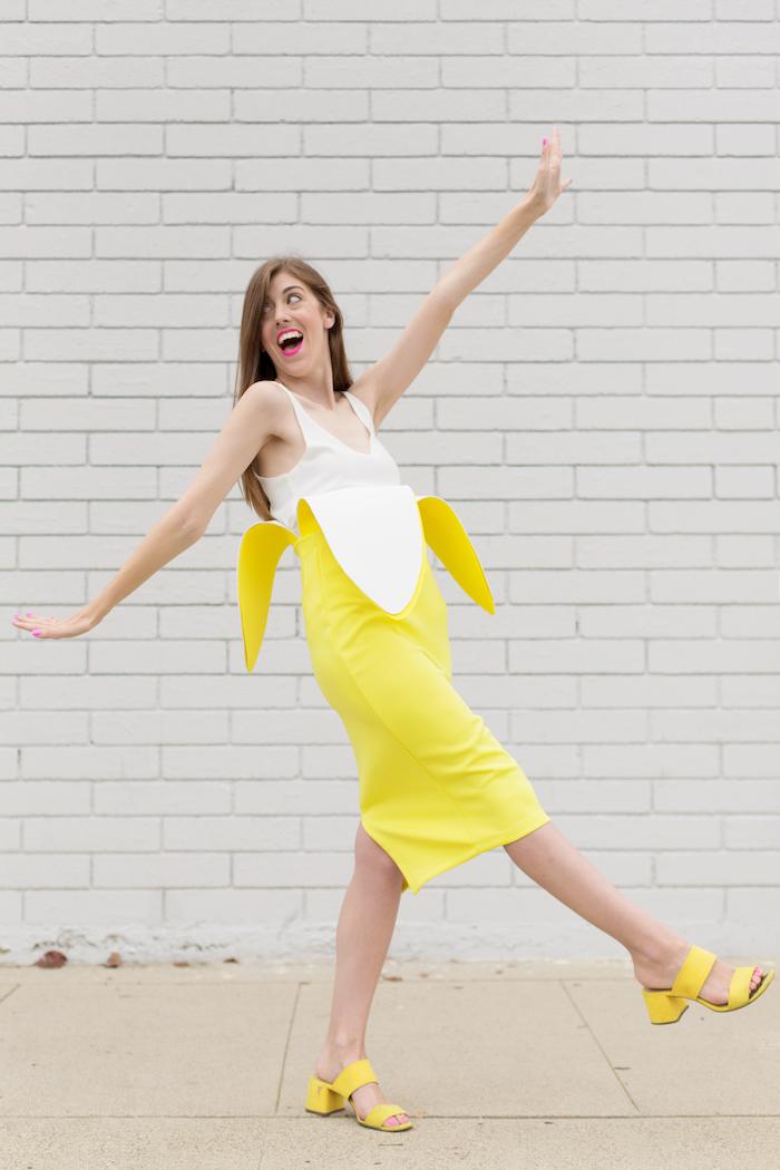 Lustiger Halloween Kostüm Banane, gelbes Kleid und weißes Top, Last Minute Halloween Verkleidung für Damen