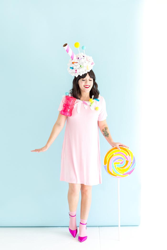 Milchshake Kostüm für Halloween, Kleid in Zartrosa, riesiger Lutscher und Gummibärchen
