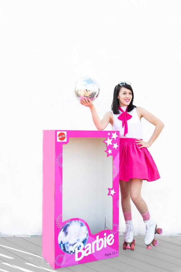 Barbie Kostüm für Halloween, Last Minute Kostüm für Damen, Rollschuhe und Diskoball, riesige Verpackung