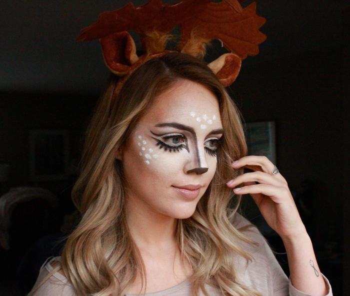 halloween make up frauen, frisur mit locken, blonde haare, reh make up
